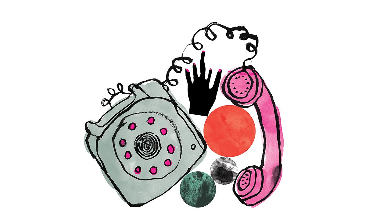 Illustrasjon av en gammeldags telefon. Telefonen er grå med rosa taster. Inntil telefonen er det en sort abstrakt hånd med rosa negler, og tre sirkler i fargene rød, grønn og gråmælert.